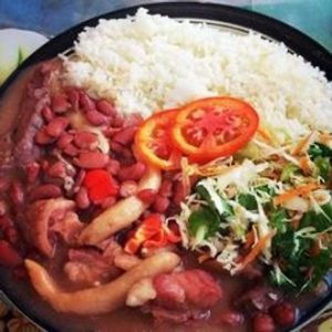 Stew peas with pig tail